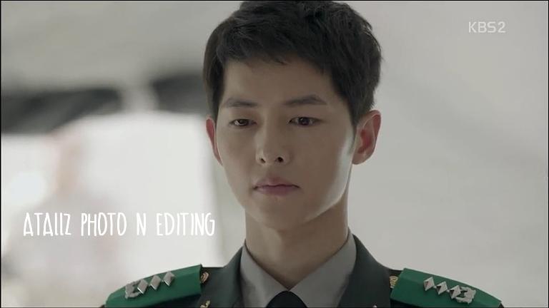 Waktu pake seragam yang ini, Song Joong Ki ganteng banget! Makin terang bersinar hahaha